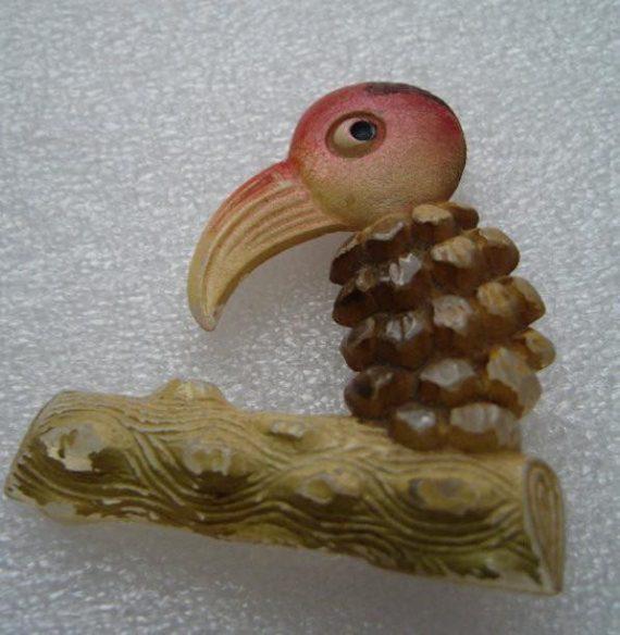 Vintage early plastic lucite hand painted parrot bird pin brooch - bakelite era