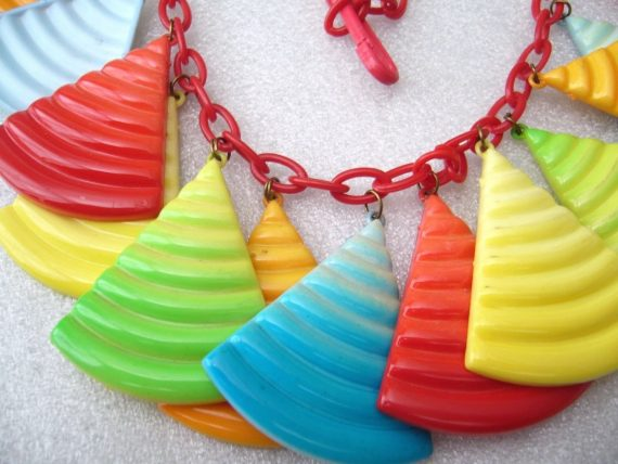 Vintagemulticolors rainbow early plastic 1980's   dangles necklace