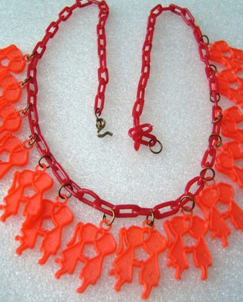 """Vintage early plastic celluloid red """"kissing people"""" chain necklace"""