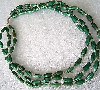 Vintage early plastic '60s multi-starnd chocker / necklace