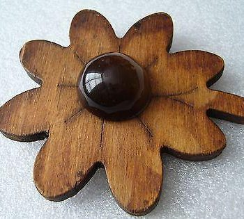Vintage  old art deco wood & early plastic  flower pin / brooch