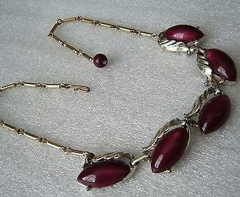 Vintage thermoset plastic plum 1950's necklace