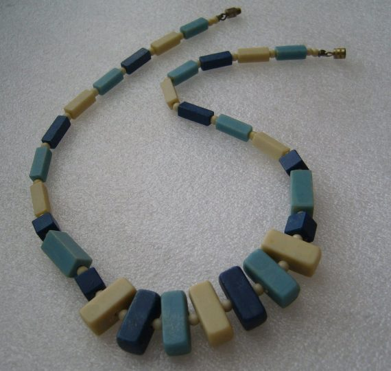 Vintage early plastic art deco necklace - bakelite style