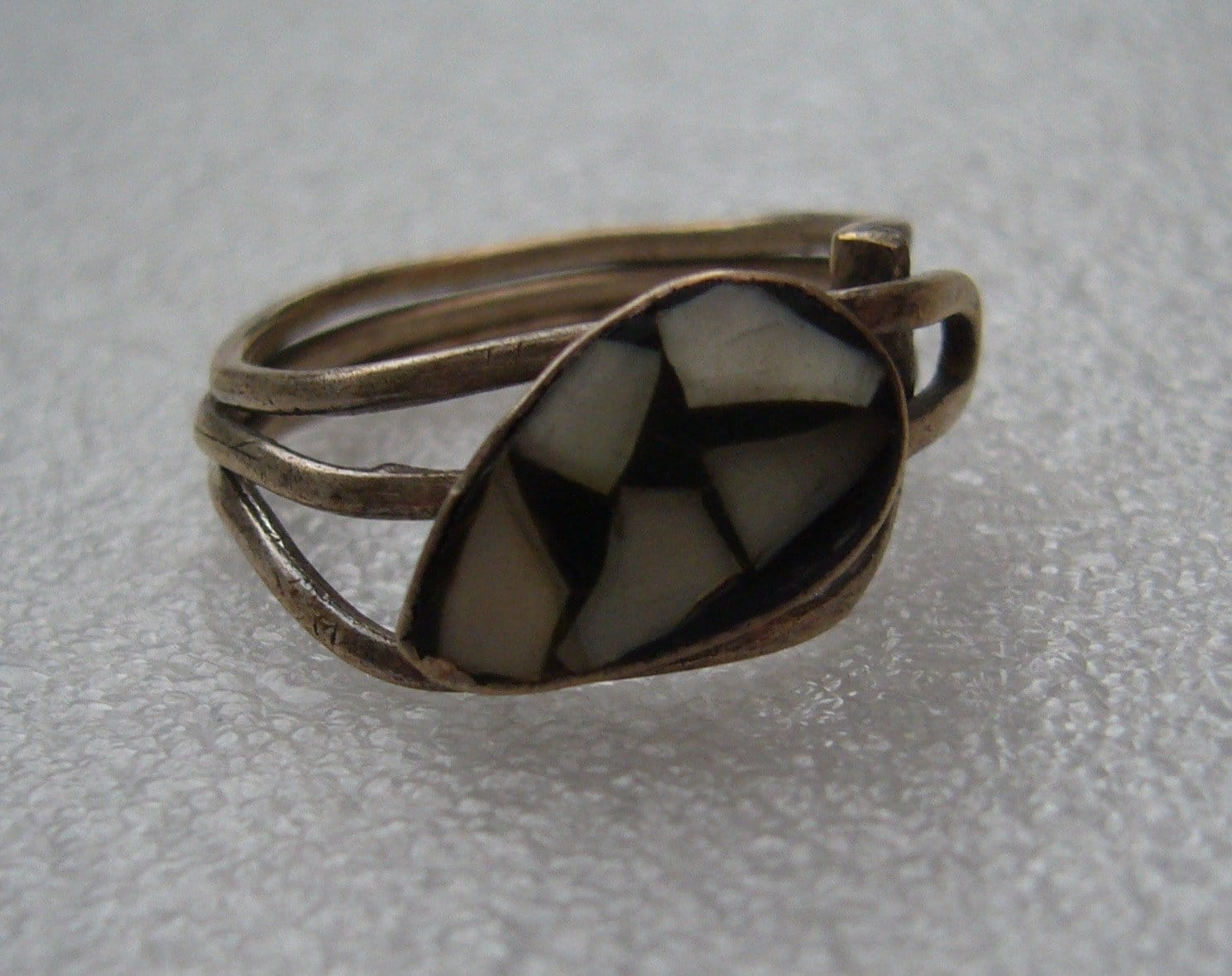 Israeli 1950 old mother-of-pearl silver ring