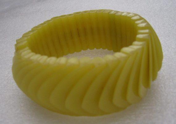 Vintage yellow stretch plastic bangle bracelet