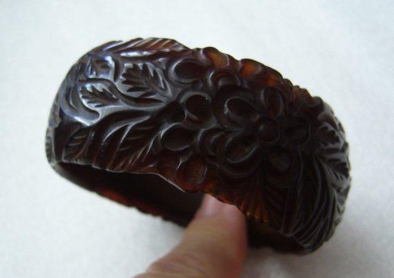 Vintage art deco carved brown color flowers leaves bakelite  bangle
