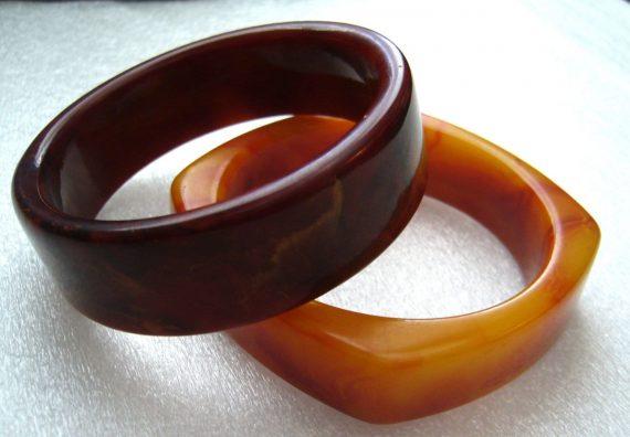 Vintage end of the day brown-reddish round bakelite  bangle