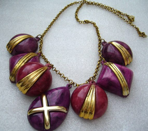 Vintage early plastic chunky purple dangles necklace