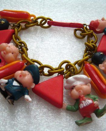 Vintage plastic piggies figurines bracelet - cartoons characters