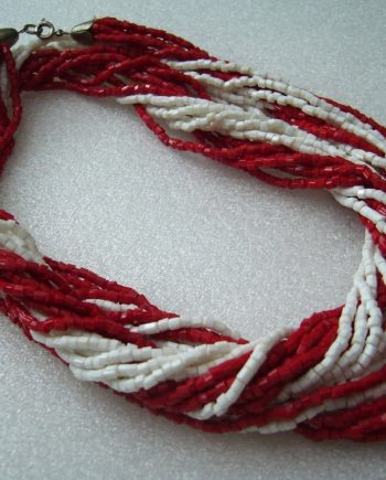 Vintage old red and white tiny glass beads necklace