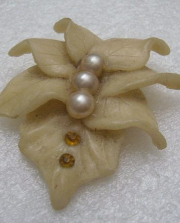 Vintage flower early plastic or resin and faux pearls pin brooch