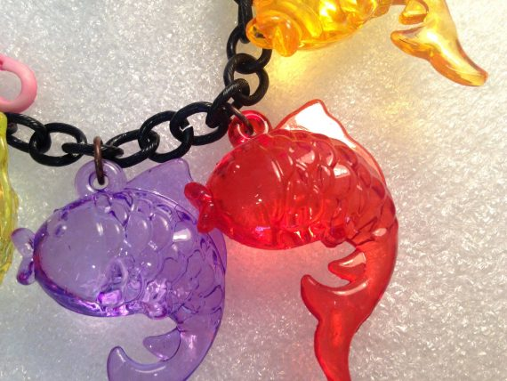 Vintage style plastic sparking fishes necklace