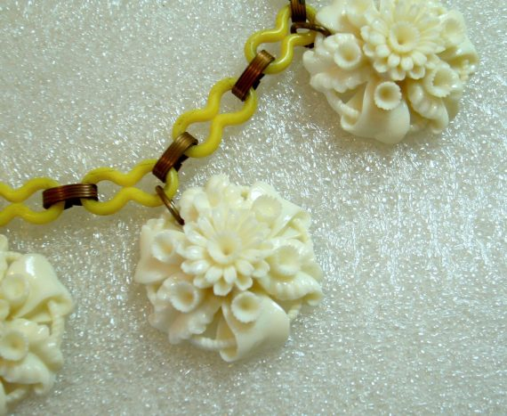Vintage carved celluloid  early plastic off-white flowers necklace