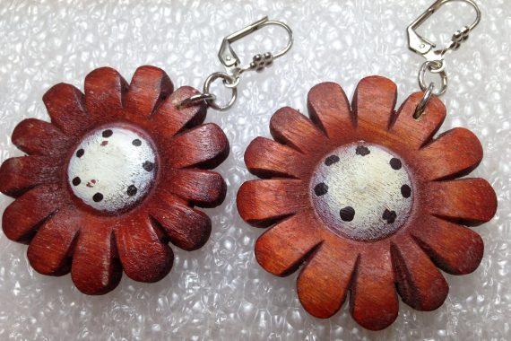 Vintage hand painted wood greenish flowers earrings - bakelite era