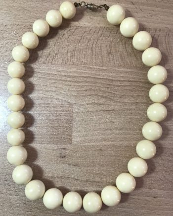 Vintage off-white beaded early plastic necklace