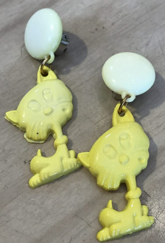 Vintage 1980's plastic yellow cats clip on earrings - Summer sale!