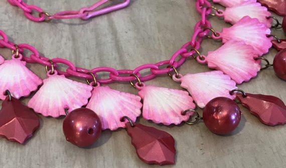 Vintage 1980's plastic hot pink shells necklace - Summer sale!